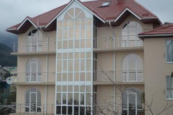 Семейный гостевой дом , улица Ильича, 4 на 10 комнат - Фотография 1