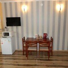 Гостиница в спальном районе Ялты, улица Найдёнова, 12 на 7 номеров - Фотография 2
