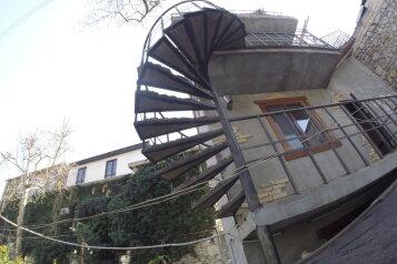 Гостевой дом в центре Ялты, Заречная улица на 2 номера - Фотография 2