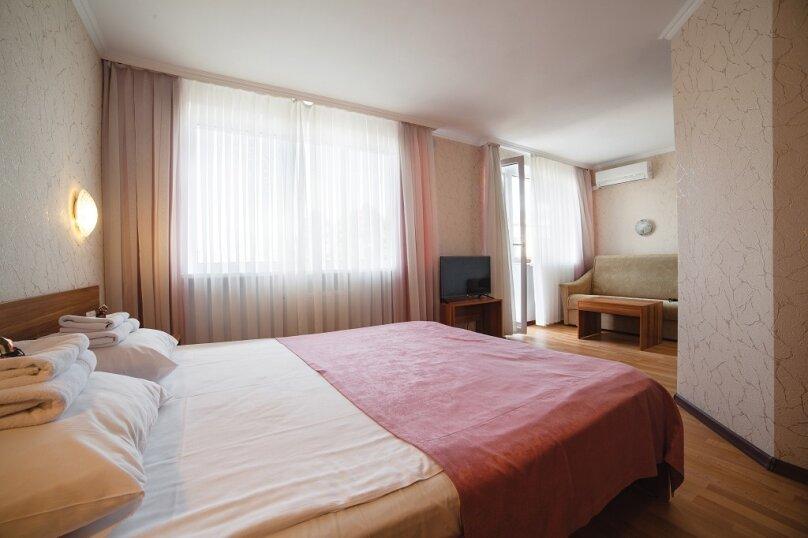 Улучшенный двухместный номер с 1 кроватью или 2 отдельными кроватями - корпус «Антей», улица Ефремова, 38, Севастополь - Фотография 1