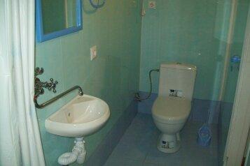 Два гостевых домика с кухней, туалетом и душем в каждом номере, в Алупке, шоссе Свободы, 8 б на 2 номера - Фотография 2