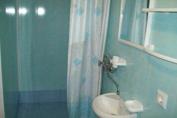 Два гостевых домика с кухней, туалетом и душем в каждом номере, в Алупке, шоссе Свободы, 8 б на 2 номера - Фотография 3