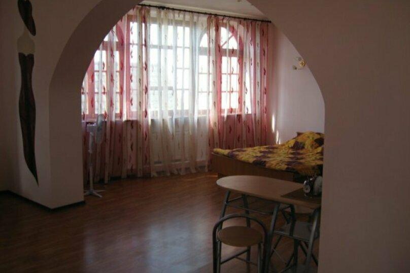 "Гостевой дом ""На Изергина 3"", улица Изергина, 3 на 5 комнат - Фотография 14"