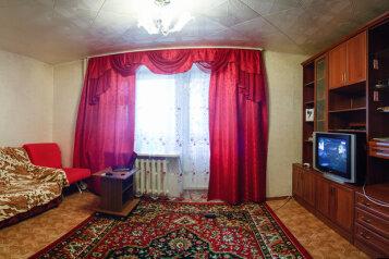 2-комн. квартира, 60 кв.м. на 4 человека, 11 микро- район, 1, Заозерный район, Курган - Фотография 1