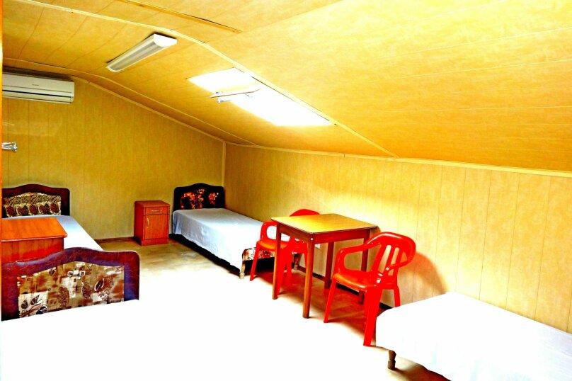 Мансарда, до 5 спальных мест. Номер на 3-м этаже с кондиционером и удобствами в номере, улица Черешневая, 39, Дедеркой - Фотография 1