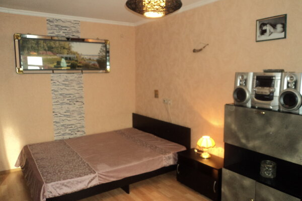 1-комн. квартира на 3 человека, улица Челюскинцев, 4, Площадь Гарина-Михайловского, Новосибирск - Фотография 1
