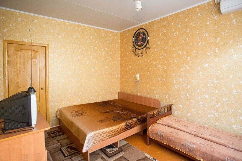 Трехместный №Б-4, улица Сурикова, 52, Геленджик - Фотография 1