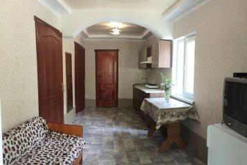 Коттедж №4 на 6 чел. две спальни + кухня-столовая, 48 кв.м. на 6 человек, 2 спальни, Улица Мартынова , Морское - Фотография 1