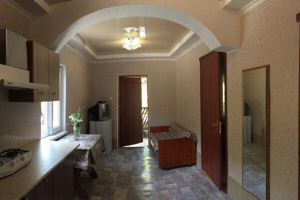 Уютный отдельный домик на 6 чел. две спальни + кухня-столовая, 48 кв.м. на 6 человек, 2 спальни, Улица Мартынова , Дом 31, Морское - Фотография 1