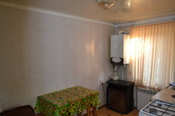 Квартира на земле, 45 кв.м. на 4 человека, 2 спальни, улица Революции, Евпатория - Фотография 1