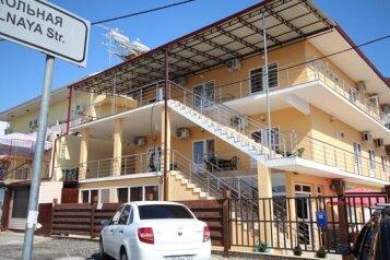 Гостевой дом, Таврическая улица, 1Б на 18 комнат - Фотография 1