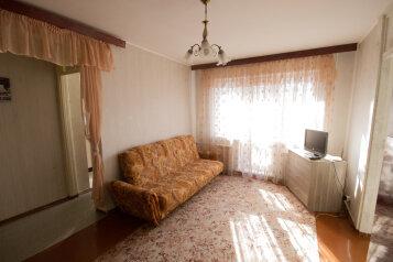 2-комн. квартира, 55 кв.м. на 5 человек, улица Гоголя, 35, Маршала Покрышкина, Новосибирск - Фотография 1
