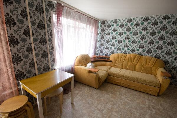 3-комн. квартира, 55 кв.м. на 4 человека, Железнодорожная улица, 8/1, Новосибирск - Фотография 1