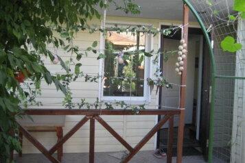Дом, 40 кв.м. на 4 человека, 2 спальни, улица Потёмкинцев, 26, Севастополь - Фотография 1