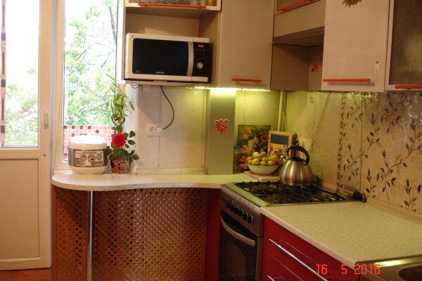 3-комн. квартира, 70 кв.м. на 6 человек, улица Ленина, 44, Судак - Фотография 1