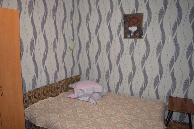 Гостевой домик из трёх раздельных комнат с цветочным балконом, 50 кв.м. на 8 человек, 3 спальни, Русская улица, 61/6А, Феодосия - Фотография 2