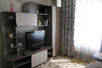 2-комн. квартира, 50 кв.м. на 6 человек, улица Партизана Железняка, 32, Красноярск - Фотография 1