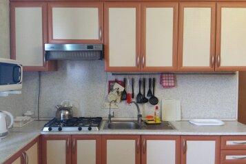 Отдельный коттедж с кухней , 80 кв.м. на 5 человек, 1 спальня, Ленина, 131, Кучугуры - Фотография 2