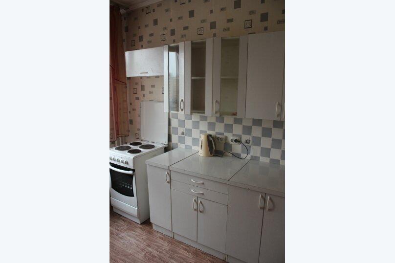 1-комн. квартира, 32 кв.м. на 3 человека, улица 78 Добровольческой Бригады, 19, Красноярск - Фотография 2