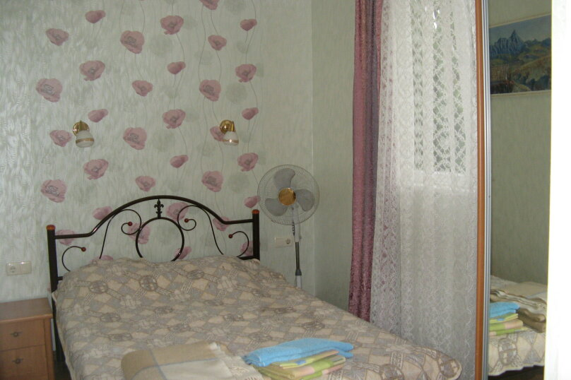 Первый этаж дома с двориком и гараж, 38 кв.м. на 4 человека, 2 спальни, улица Спендиарова, 14, Ялта - Фотография 12