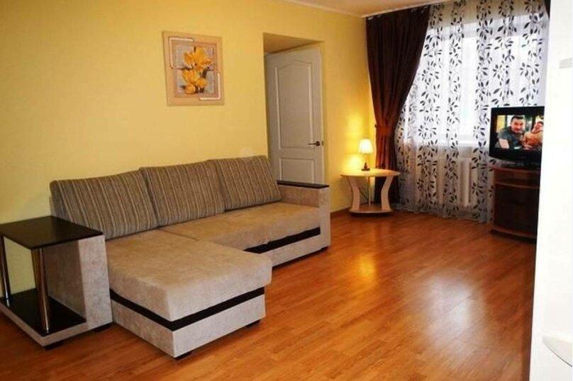 2-комн. квартира, 45 кв.м. на 4 человека, улица Газеты Звезда, 33, Пермь - Фотография 1