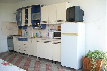 Частный дом на 3 номера с кухней и уютным двориком, 80 кв.м. на 10 человек, 3 спальни, пер. Серный, 9, Судак - Фотография 3