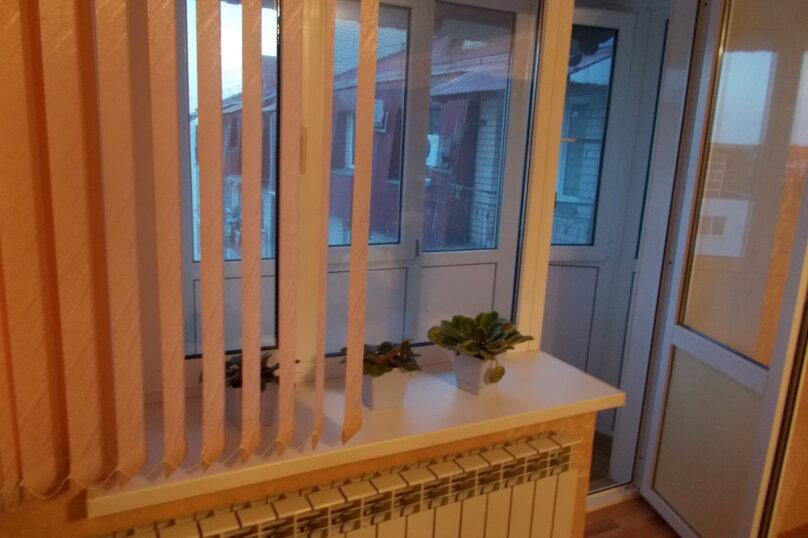 2-комн. квартира, 64 кв.м. на 6 человек, улица Коммунаров, 26, Ейск - Фотография 19