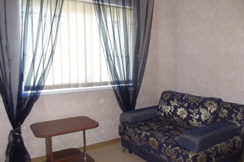 Двухкомнатный номер с балконом, улица Агафонова, 96Б, Черноморское - Фотография 1