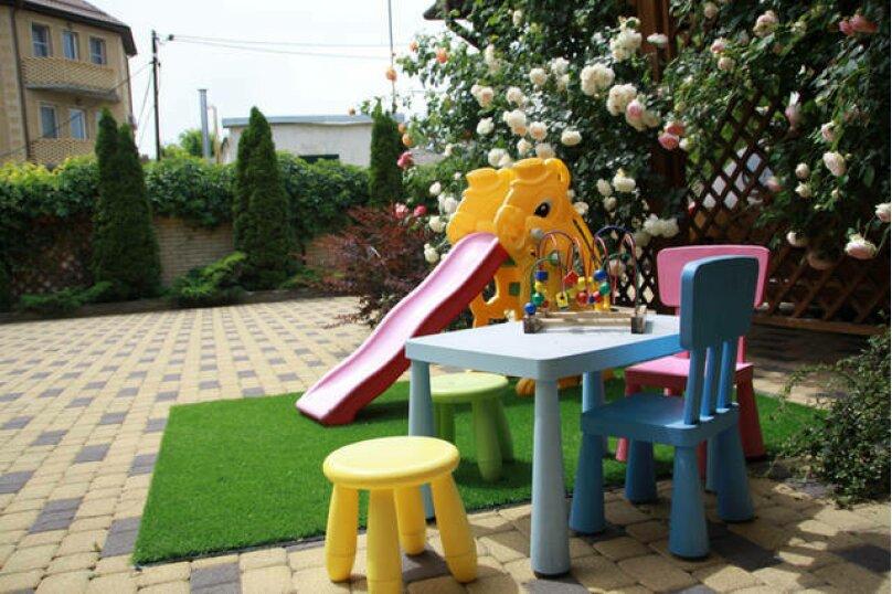 Гостевой дом Лорис, улица Калинина, 22 на 8 комнат - Фотография 2