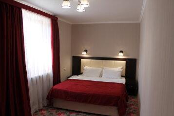 2-комн. квартира, 43 кв.м. на 4 человека, улица Генерала Бирюзова, 8, Судак - Фотография 1