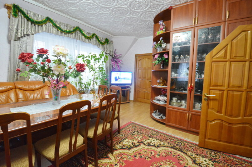 "Гостевой дом ""MARINE"", улица Революции 1905 года, 92 на 8 комнат - Фотография 1"