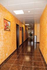 Отель, улица Генерала Тюленева, 12 на 25 номеров - Фотография 2