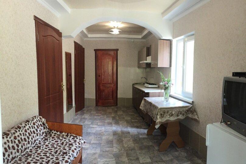 Коттедж на 6 чел. 2-х комнатный с кухней- столовой., 48 кв.м. на 6 человек, 2 спальни, с Морское Мартынова, 31, Морское - Фотография 25