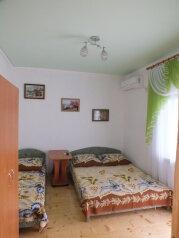Котедж на две семьи с индивидуальными кухнями и санузлами , 100 кв.м. на 6 человек, 2 спальни, Тихая , 23, поселок Орджоникидзе, Феодосия - Фотография 4