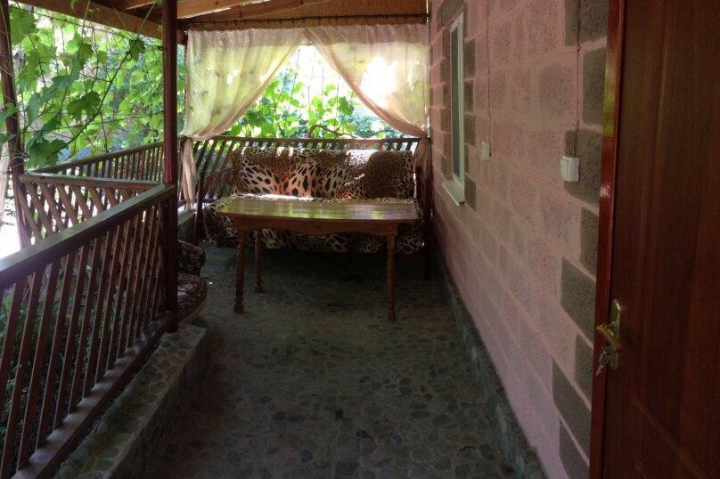 Коттедж на 6 чел. 2-х комнатный с кухней- столовой., 48 кв.м. на 6 человек, 2 спальни, с Морское Мартынова, 31, Морское - Фотография 1