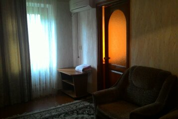 2-комн. квартира, улица Маршала Еременко, Волгоград - Фотография 1