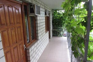 Гостевой дом, улица Островского на 6 номеров - Фотография 1