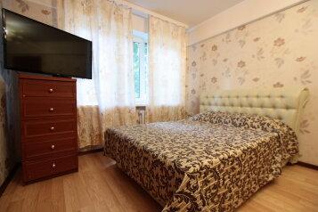 1-комн. квартира, 33 кв.м. на 4 человека, проспект Шаумяна, 47, метро Новочеркасская, Санкт-Петербург - Фотография 1