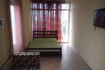 Сдам жилье в Алупке, 25 кв.м. на 3 человека, 1 спальня, улица Калинина, 32, Алупка - Фотография 1