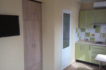 Сдам жилье в Алупке, 25 кв.м. на 3 человека, 1 спальня, улица Калинина, 32, Алупка - Фотография 2