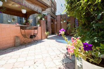 Гостевой  дом, Караимская улица на 8 номеров - Фотография 2