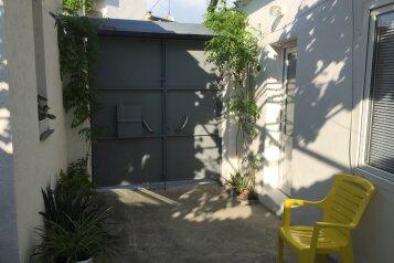Сдам однокомнтный домик ., улица Вити Коробкова на 3 номера - Фотография 1