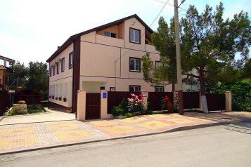 Гостевой дом, улица Краснодарская на 11 номеров - Фотография 1