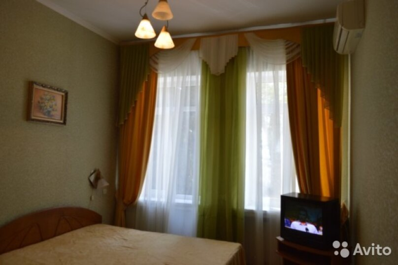 2-комн. квартира, 30 кв.м. на 4 человека, Дражинского, 36, Ялта - Фотография 1