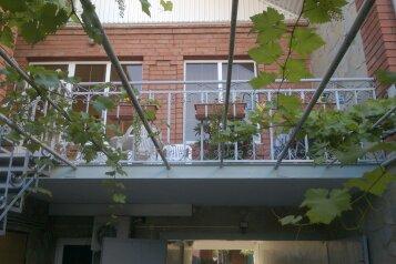 Гостиница , Новороссийская улица на 8 номеров - Фотография 1