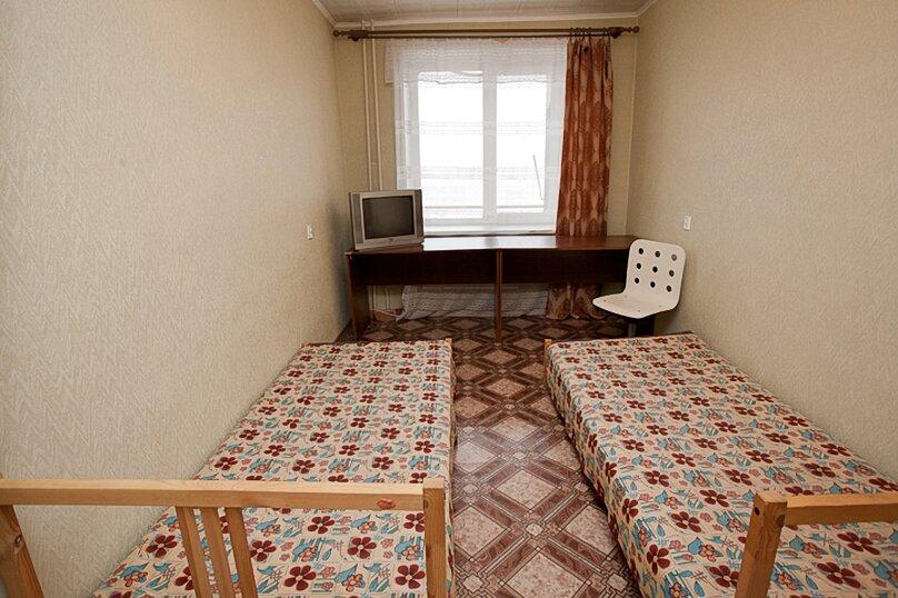 3-комн. квартира, 100 кв.м. на 6 человек, улица Цвиллинга, 34, Челябинск - Фотография 4