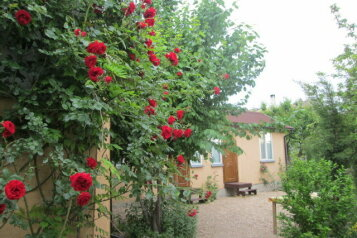 Гостевой дом на Фиоленте (Севастополь), Монастырское шоссе на 3 номера - Фотография 2