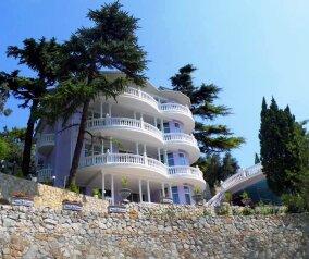 Гостевой дом среди ливанских кедров, Алупкинское шоссе на 15 номеров - Фотография 1