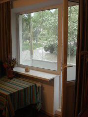 1-комн. квартира, 45 кв.м. на 4 человека, улица Нахимова, 2, поселок Орджоникидзе, Феодосия - Фотография 1