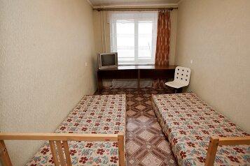 3-комн. квартира, 100 кв.м. на 7 человек, улица Цвиллинга, Челябинск - Фотография 4
